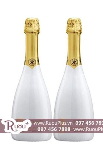 Sâm banh Moscato Bianco Sparkling Sweet White Wine In White Flute